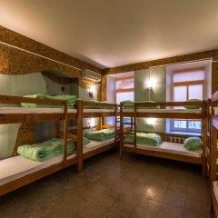 Хостел Time at the Red Gate Кровать в мужском общем номере с двухъярусными кроватями фото 4