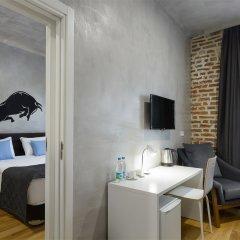 Гостиница Red Brick Семейный номер Connection с двуспальной кроватью
