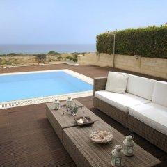 Отель Leonies By The Sea Villa бассейн фото 2