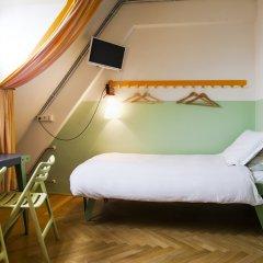 Lloyd Hotel 3* Кровать в общем номере