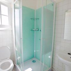 Отель Tagus Royal Residence - Hostel Португалия, Лиссабон - 1 отзыв об отеле, цены и фото номеров - забронировать отель Tagus Royal Residence - Hostel онлайн ванная фото 2