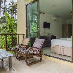 Отель Baan Mai Beachfront Phuket (Lone Island) Таиланд, Пхукет - отзывы, цены и фото номеров - забронировать отель Baan Mai Beachfront Phuket (Lone Island) онлайн балкон