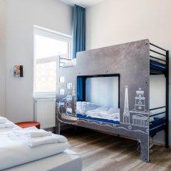 Отель a&o Copenhagen Norrebro Стандартный семейный номер с различными типами кроватей фото 3