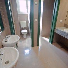 Отель Tagus Royal Residence - Hostel Португалия, Лиссабон - 1 отзыв об отеле, цены и фото номеров - забронировать отель Tagus Royal Residence - Hostel онлайн ванная