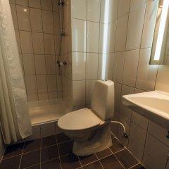 Отель Urban House Copenhagen by MEININGER Дания, Копенгаген - - забронировать отель Urban House Copenhagen by MEININGER, цены и фото номеров ванная фото 4