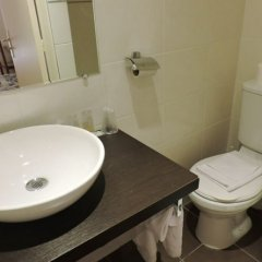 Отель Hôtel du Roi René ванная