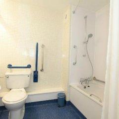 Отель Travelodge Manchester Sportcity Манчестер ванная фото 2