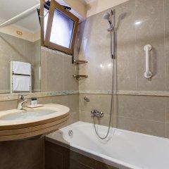 Hotel Amalfi 3* Стандартный семейный номер с различными типами кроватей фото 11