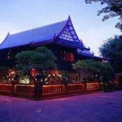 Отель Baan Thai Wellness Retreat Bangkok Бангкок вид на фасад