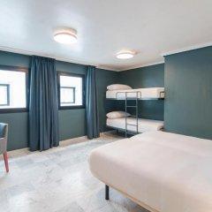 Отель Petit Palace Puerta de Triana 3* Четырехместный номер с различными типами кроватей