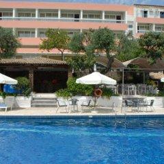 Alexandros Hotel бассейн
