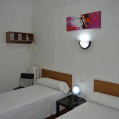 Отель Pension Helena Испания, Мадрид - отзывы, цены и фото номеров - забронировать отель Pension Helena онлайн комната для гостей фото 3