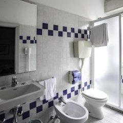 Отель Fra I Pini Италия, Римини - отзывы, цены и фото номеров - забронировать отель Fra I Pini онлайн ванная