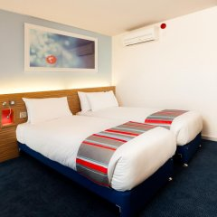 Travelodge London Excel Hotel комната для гостей