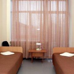 AVS отель Номер категории Эконом с двуспальной кроватью (общая ванная комната)