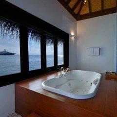 Отель Bandos Maldives 5* Вилла с различными типами кроватей фото 8