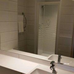 Отель Premier Inn Glasgow Braehead Великобритания, Глазго - отзывы, цены и фото номеров - забронировать отель Premier Inn Glasgow Braehead онлайн ванная