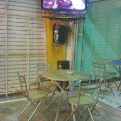 Отель Relax Pub & Guesthouse Пхукет удобства в номере фото 4