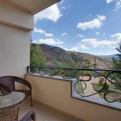 Отель Crystal Resort Aghveran Армения, Агверан - отзывы, цены и фото номеров - забронировать отель Crystal Resort Aghveran онлайн балкон