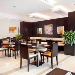 Отель Holiday Inn Express Dubai Safa Park питание
