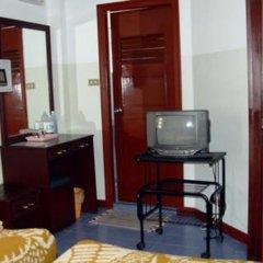 Отель Moonshine Place сейф в номере