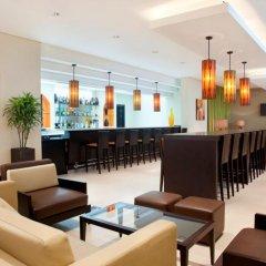 Отель Holiday Inn Express Dubai Safa Park гостиничный бар