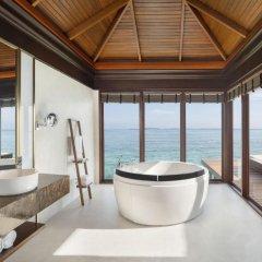 Отель Sheraton Maldives Full Moon Resort & Spa 5* Вилла с различными типами кроватей фото 3
