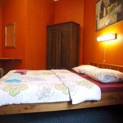 Отель Cinnamon Sally Backpackers Hostel Латвия, Рига - отзывы, цены и фото номеров - забронировать отель Cinnamon Sally Backpackers Hostel онлайн комната для гостей фото 2
