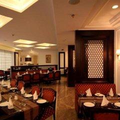 Отель Country Inn & Suites By Carlson, Satbari, New Delhi Индия, Нью-Дели - отзывы, цены и фото номеров - забронировать отель Country Inn & Suites By Carlson, Satbari, New Delhi онлайн питание фото 2