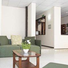 Relax Inn Hotel комната для гостей
