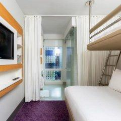 Отель Yotel New York at Times Square 3* Кровать в общем номере с двухъярусной кроватью