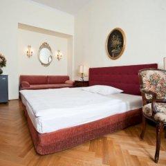 Regina Hotel 4* Стандартный номер с двуспальной кроватью