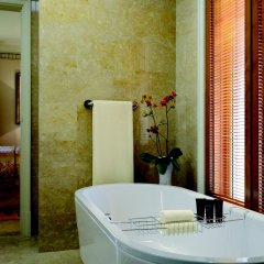 Отель The Ritz-Carlton Abu Dhabi, Grand Canal ванная