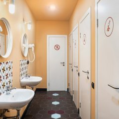 Хостел Друзья на Банковском Стандартный номер с двуспальной кроватью (общая ванная комната) фото 12