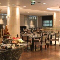 Отель Ramada Xian Bell Tower Hotel Китай, Сиань - отзывы, цены и фото номеров - забронировать отель Ramada Xian Bell Tower Hotel онлайн питание