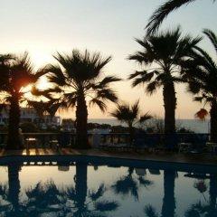 Palm Bay Hotel бассейн