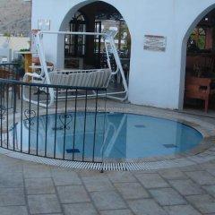 Apostolis Hotel Apartments бассейн