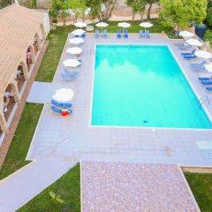 Amalia Hotel бассейн