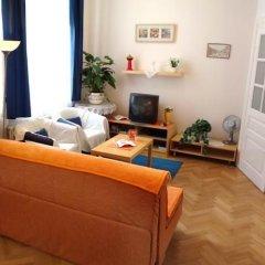 Отель Royal Route Aparthouse Прага комната для гостей