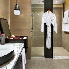 Отель Swissotel The Stamford 5* Номер категории Премиум с различными типами кроватей фото 4