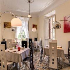 C. Luxury Palace & Hostel питание