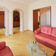 Гостиница 1 Minute to Ploshcha Rynok комната для гостей фото 2