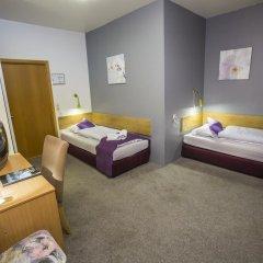 Отель The Capital-Inn Стандартный номер с различными типами кроватей фото 15