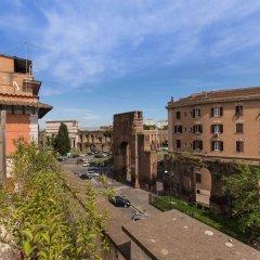 C. Luxury Palace & Hostel балкон