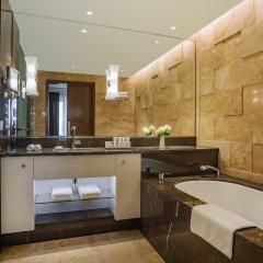 Отель Grand Hotel Kempinski Riga Латвия, Рига - 2 отзыва об отеле, цены и фото номеров - забронировать отель Grand Hotel Kempinski Riga онлайн ванная фото 2