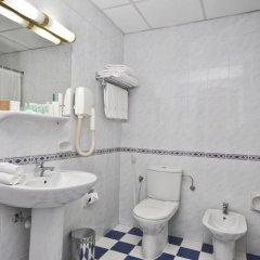 Landmark Plaza Hotel ванная