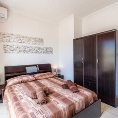 Отель Spinola Bay Penthouse Мальта, Сан Джулианс - отзывы, цены и фото номеров - забронировать отель Spinola Bay Penthouse онлайн комната для гостей
