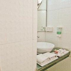Отель Clarks Inn Nehru Place Индия, Нью-Дели - отзывы, цены и фото номеров - забронировать отель Clarks Inn Nehru Place онлайн ванная фото 2