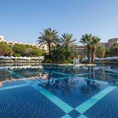 Отель Crystal Tat Beach Resort Spa бассейн