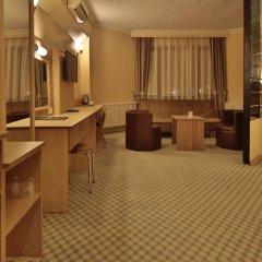 Отель Altinyazi Otel сейф в номере